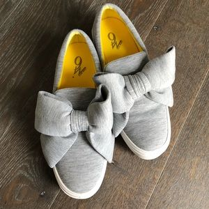 Nine West gray slip-on sneaker with bow